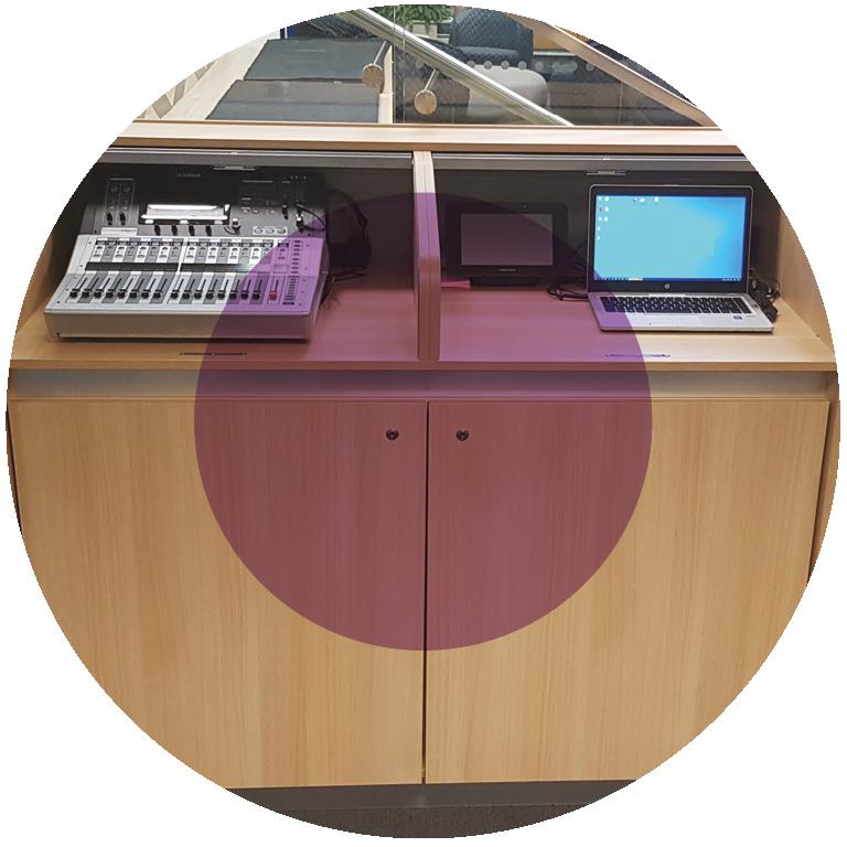 circle-tech-desk-1
